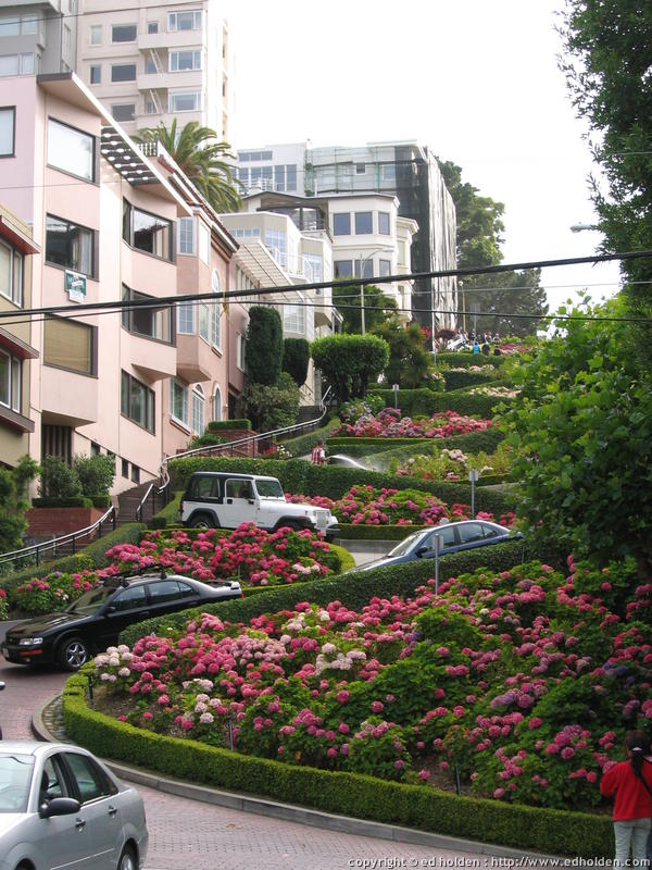 Near the academy is lombard street, this time looking up
